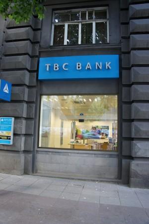 Za vlády premiéra Plechu došlo aj k mohutnému rozmachu bankového trhu a k jeho diverzifikácii. Počet bánk rapídne narástol. Hoci stúpala aj chorobnosť obyvateľstva a opäť sa zjavila už takmer zabudnutá choroba – tuberkulóza, peňažných ústavov bolo onedlho viac ako nemocníc. Nečudo, že sa na slovenskom bankovom trhu etablovala aj banka určená pre ľudí trpiacich TBC, ktorá svojim klientom neponúkala tradičné finančné bonusy, ale pobyty v tuberkulóznom sanatóriu v Tatranskej Polianke.
