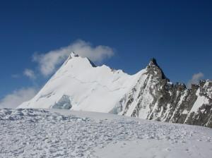 Weisshorn (4 506 m) z vrcholu Bishornu (4 159 m)