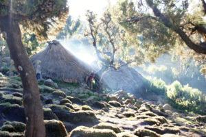 22.Obydlia domorodcov v blízkosti campu Geech