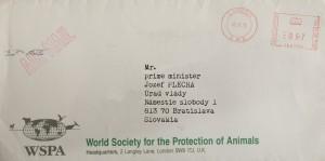 Peknú obálku listu od šéfky Svetovej spoločnosti pre ochranu zvierat (WSPA) si premiér Plecha uložil pod sklo svojho pracovného stola.