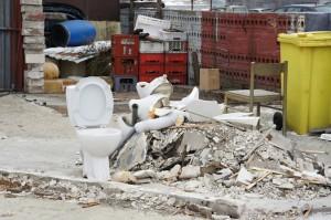 Momentka z budovania vykurovaného, kompletne elektronicky ovládaného verejného WC na lazoch v Hornom Chvojne financovaného z fondov EÚ.