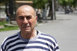 Jakub Dovanič, bývalý plavčík na bratislavskom kúpalisku Lido, neskôr kapitán bývalej výletnej lode Martin vo svojom typickom civilnom oblečení – námorníckom tričku.