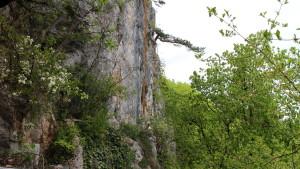 Pohľad na úsek s rebríkom z terasy pri vstupe do jaskyne Einhornhöhle