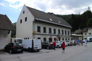 Gasthofzur Post vo Wegscheide, východiskový bod pre obe túrky