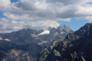 Pohľad z vrchola na masív Dachsteinu